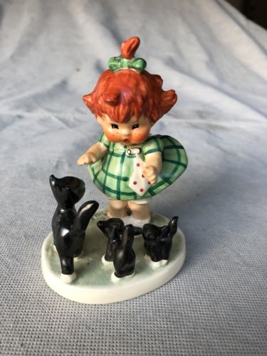 Goebel Collectable, Red Hair Little Girl with Her Three Kittens