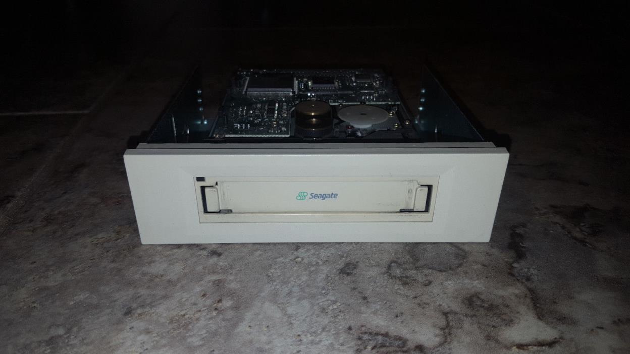 Seagate STT320000A 10/20GB IDE TR-5 Travan Internal Tape Drive US-01J458