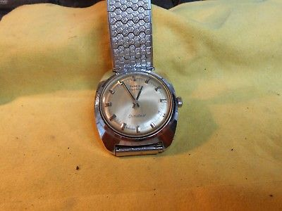 VINTAGE RUNNING ELECTRIC DYNABEAT TIMEX WATCH