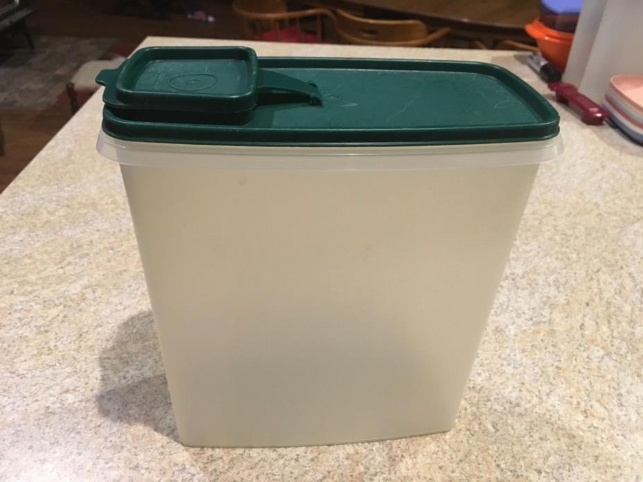 Tupperware #1588-2 Sheer Super Cereal 20 Cup with Hunter Green 1589-2 Seal EUC