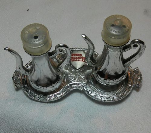 Vintage teapots with tray salt and pepper shakers, Cedar Point, made in Japan