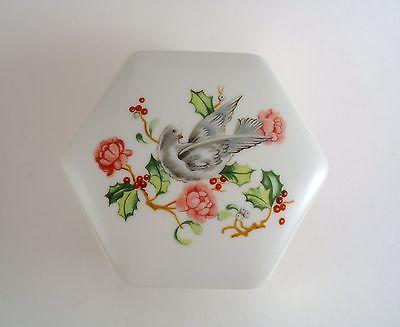 Vintage Avon Holiday Greetings 1983 Trinket Box Dove/Flowers/Berries on Top