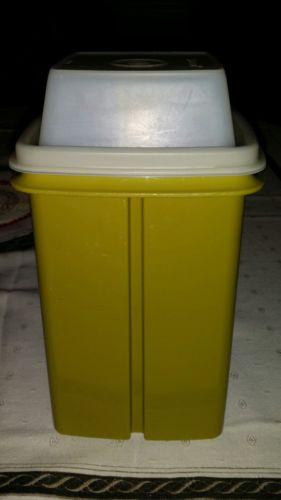 VINTAGE TUPPERWARE GREEN PICKLE/DELI KEEPER  CONTAINER
