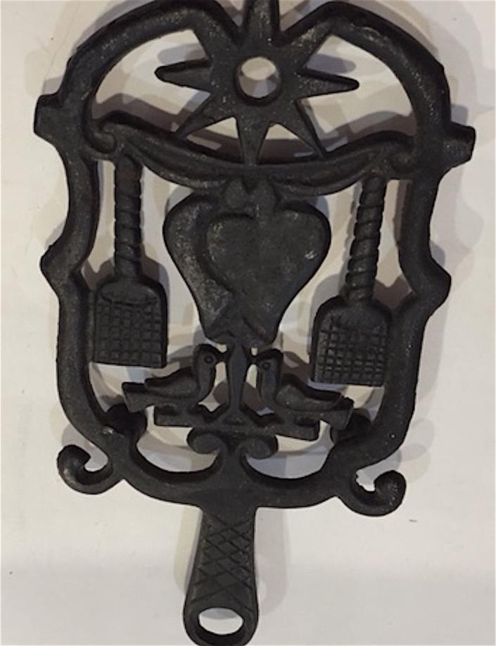 OLD CAST IRON TRIVET 3 FOOTED  WITH LOVE BIRDS / HEARTS/ STAR   8