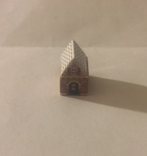 Dollhouse Miniature Christmas Ginger Bread House Decoration
