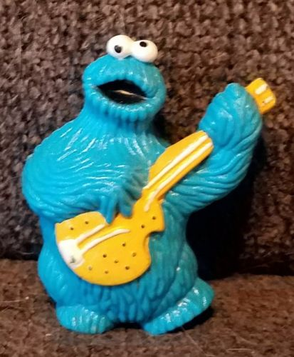 1982 MUPPETS INC TARA TOY PVC PLASTIC COOKIE MONSTER W/GUITAR FIGURE