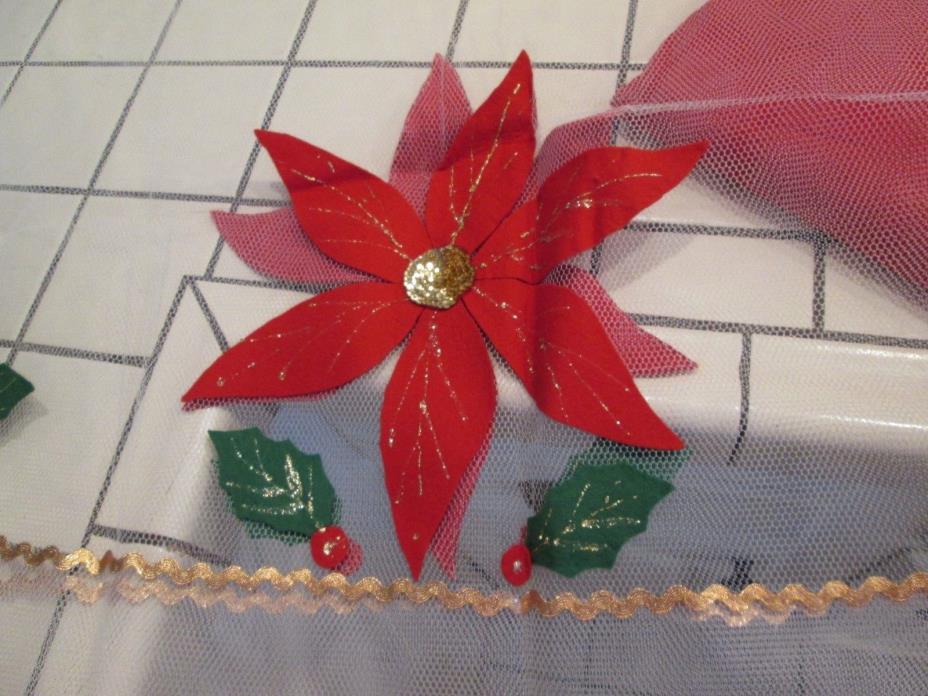 BEAUTIFUL Vintage HANDMADE CHRISTMAS Poinsettia NETTING TABLECLOTH w/Felt under