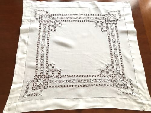VINTAGE Needlework Drawn / Pulled Thread LACE White Linen Table Cloth 33X35 Inch