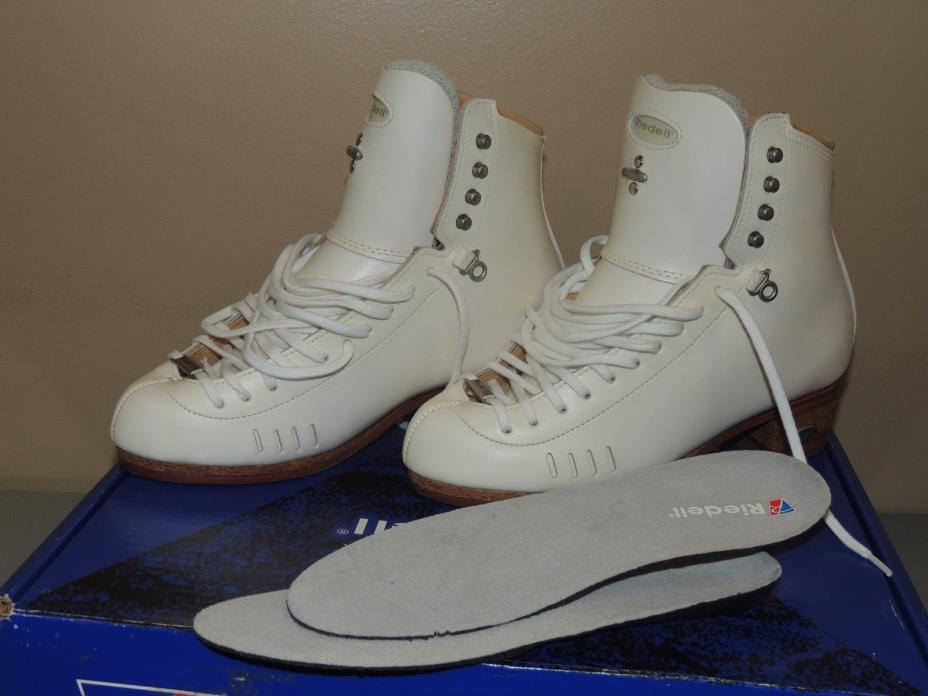 RIEDELL 1500 SIZE 6 C/B ELITE SKATING BOOTS, NIB,VERY MINOR YELLOW DISCOLORATION