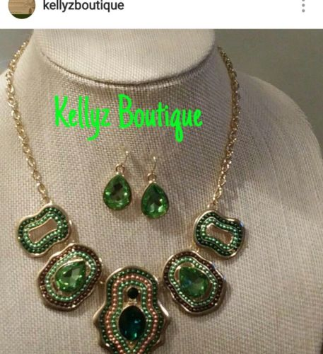 causal fall brown and green abstract necklace set