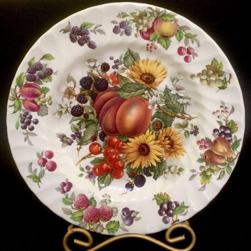 Staffordshire England Dinnerplate Fruit Berries Flowers 9