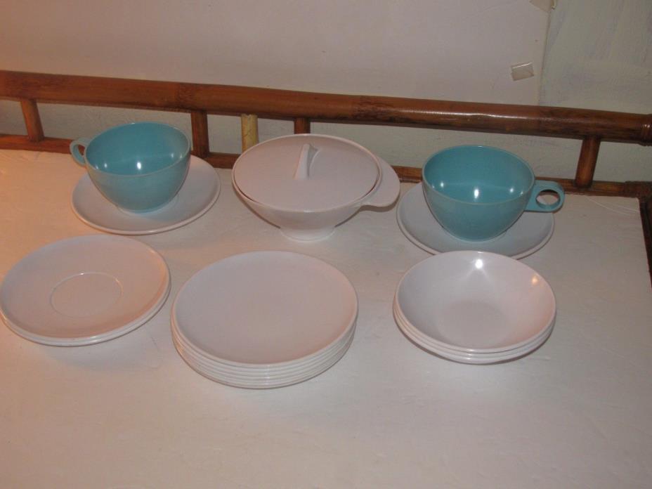 18 PIECE VTG LOT MELMAC MELAMINE DISHES CUPS,SAUCERS BOWLS,PLATES SUGAR BLUE&WHI