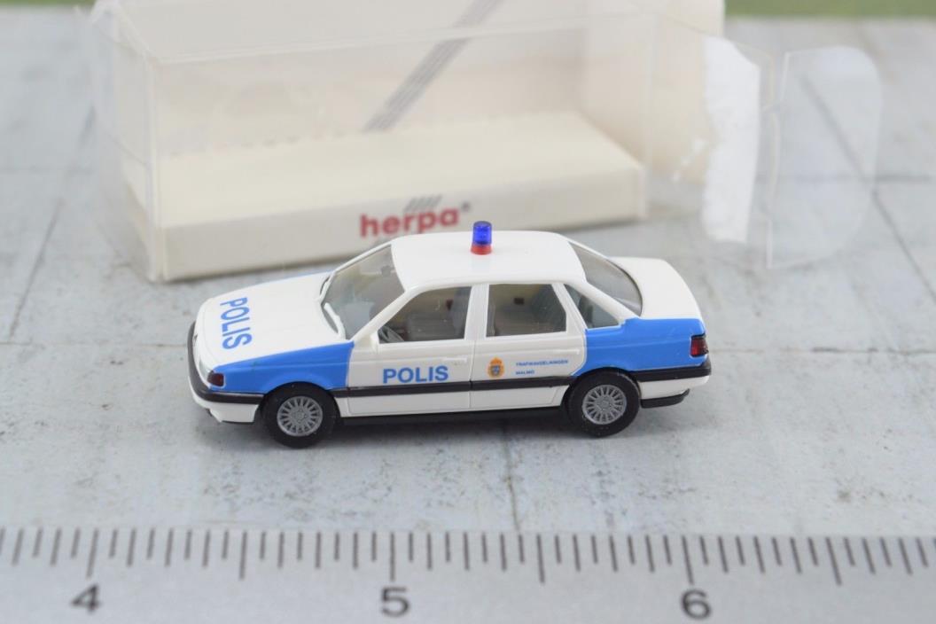 Herpa 041737 VW Pasat  Police Sweden  1:87 Scale HO