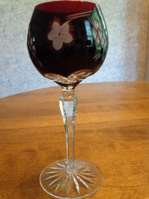 RED CUT TO CLEAR WINE GLASS