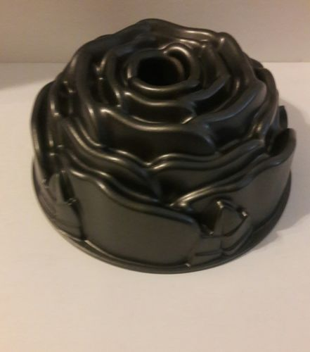 Metal Rose bundt cake pan