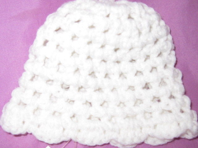 BABY GIRL'S CROCHET/KNIT HAT WITH FLOWER/WHITE