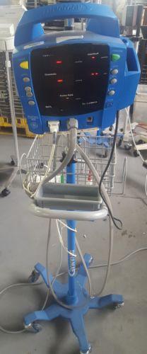 GE Dinamap ProCare Auscultatory 400 Vital Signs Monitor w/ Stand