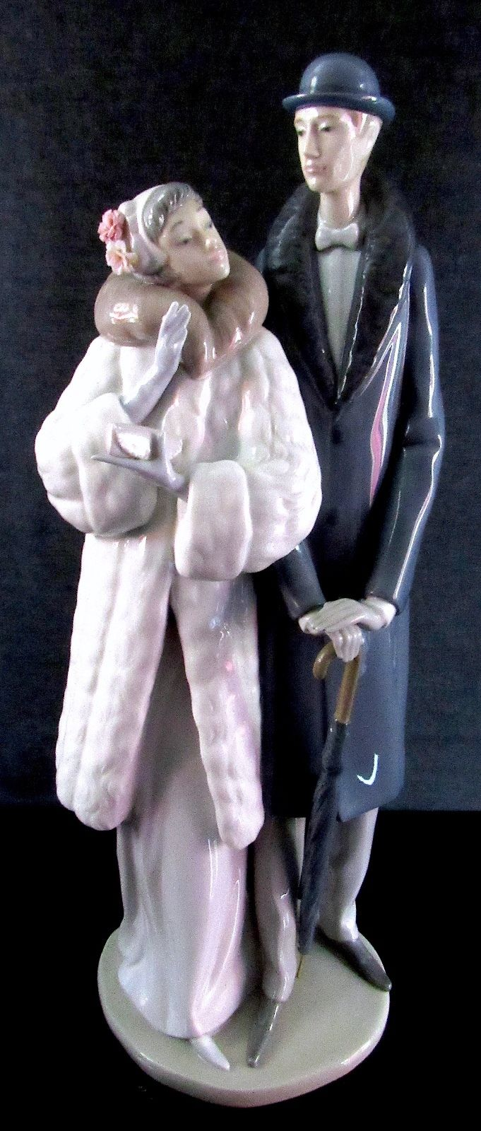 Lladro Retired Glazed Porcelain Couple On The Town Figurine Winter Deco #1452