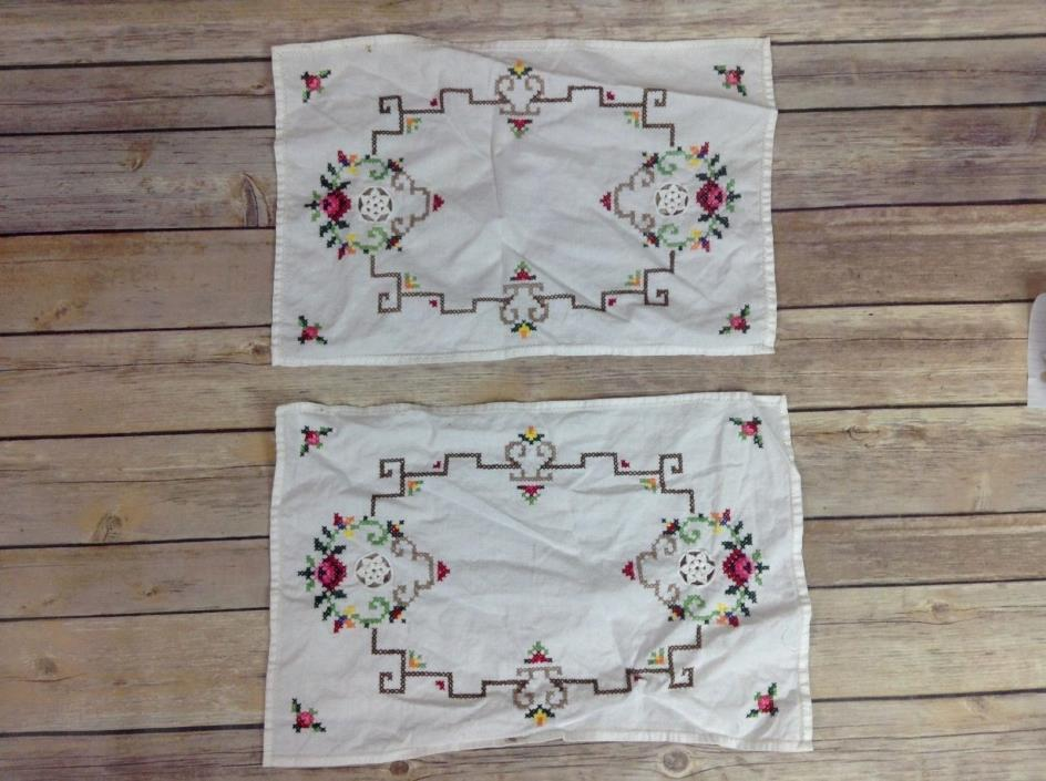 Set 2 Vintage Hand Embroidered Tea Napkins Colorful Floral Napkins / Table Decor