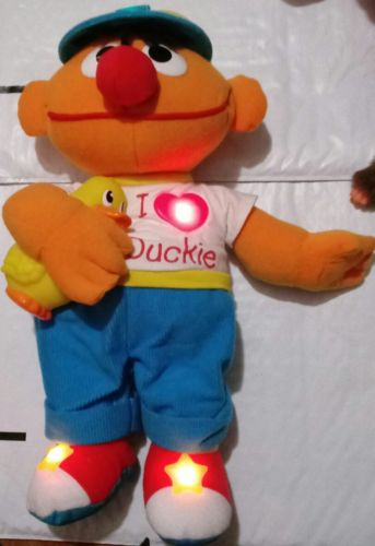?? SESAME STREET MAGIC LIGHTS ERNIE DOLL RUBBER DUCKIE MUSICAL/LIGHT UP PLUSH