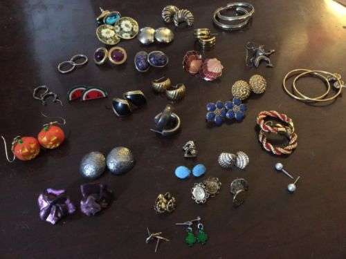 32 Lot Of Jewelry Earrings Costume Decorative Fancy Stone Beach Holliday Flashy