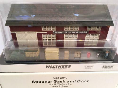 Walthers HO Build-Up Spooner Sash and Door With Accessories #933-2847