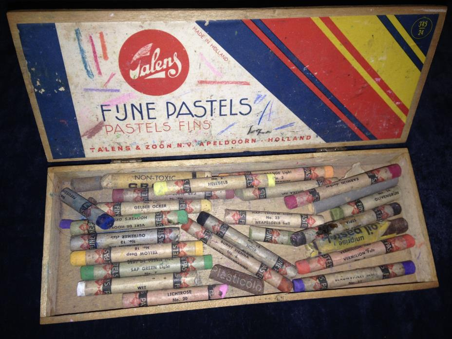 Vintage Talens Rembrandt Soft Pastels for Artists with Wood Box Pieces