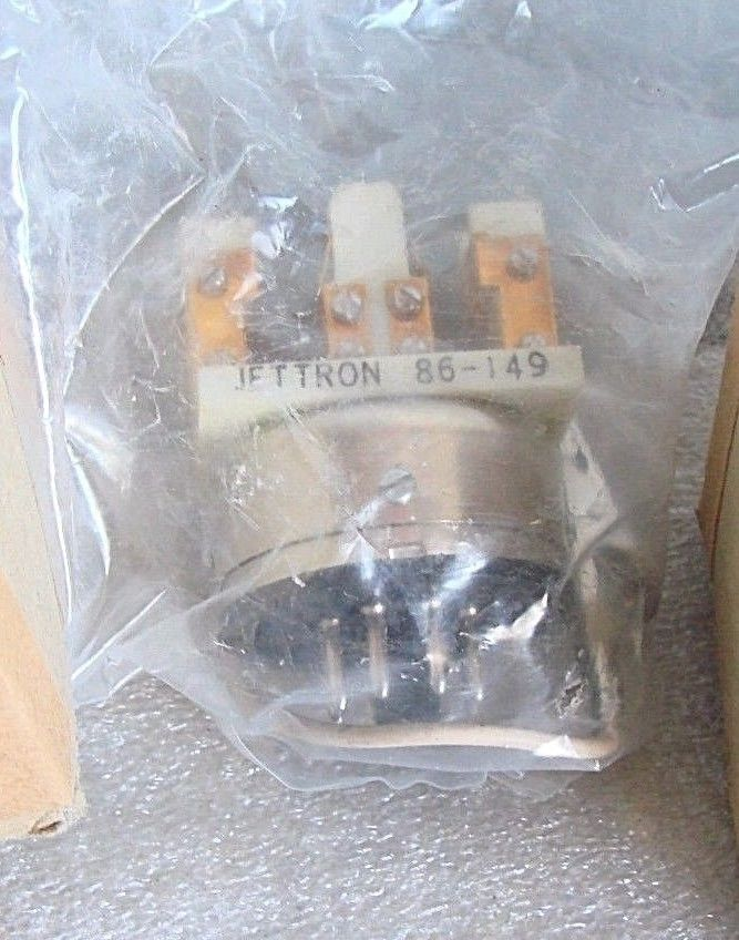 NEW JETTRON 86-149 OCTAL BASE w/CLIP PLUG IN RELAY