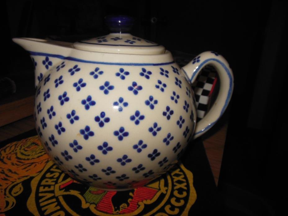 Boleslawiec Poland Hand Made 4-Cup Stoneware Teapot w/Lid Blue Dots EUC