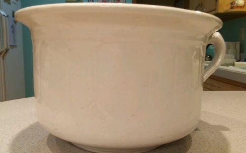 Child sawtooth primitive chamber pot crock vtg