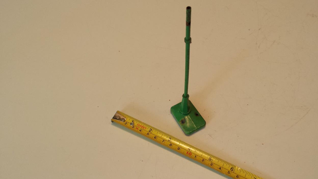 Lionel O  - Pre-war Green Metal No. 64 Lamp Post for parts repair or restoration