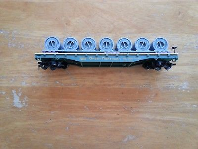 One vintage tyco #42953 red box ho scale Great Northern flatbed & cable reels.