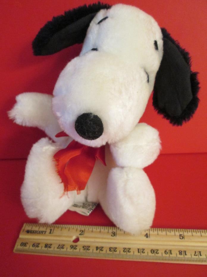 Vintage 1968 Snoopy Peanut's Gang Plush Bean Bag Toy (008)