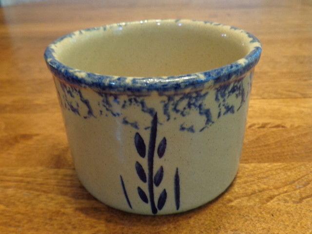 ROBINSON RANSBOTTOM BLUE SPONGEWARE WHEAT 1 PINT LOW JAR