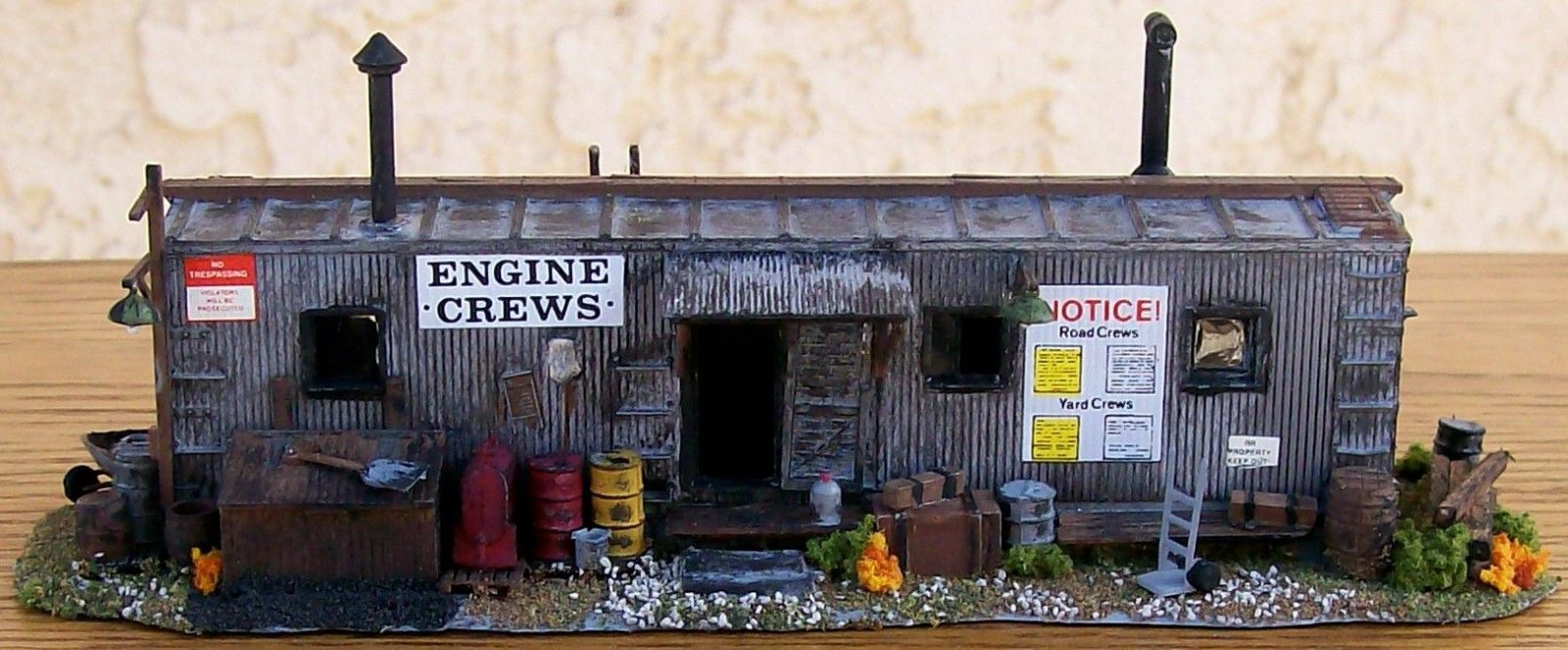 HO Custom Built & Detailed-ENGINE CREW SHANTY BUILDING~w/LOTS OF EXTRAS! SWEET!