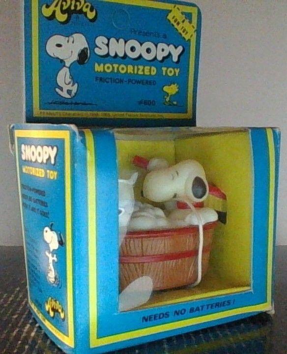 Vintage Peanuts Snoopy Bath Tub  Aviva Friction Powered Motorized Toy NIB