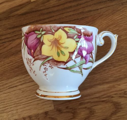 Vintage Bell China Fine Bone China England cup 4754