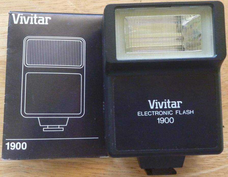 VIVITAR 1900 Universal Electronic Flash Unit For any SLR Cameras w/ shoe mount