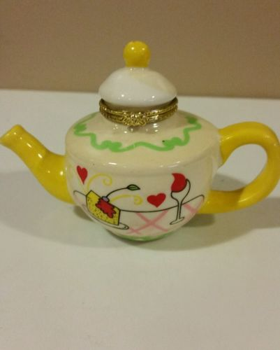 VINTAGE Miniature Teapot with latching lid - White, Yellow, Green, Red