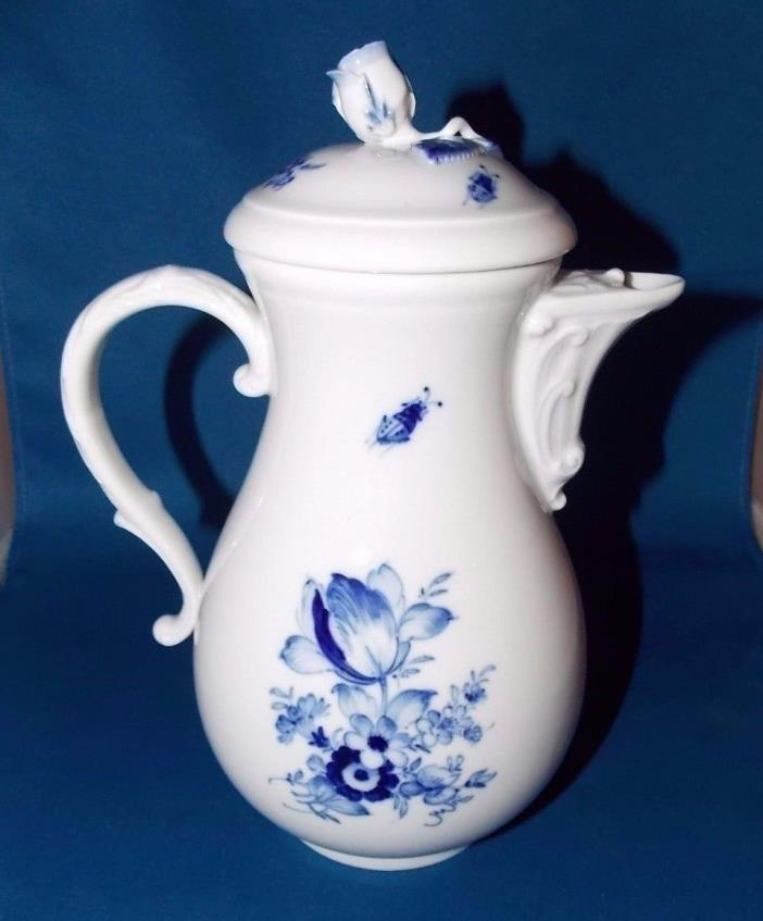 Antique Meissen Blue Flowers & Insects Porcelain Coffee Pot 10
