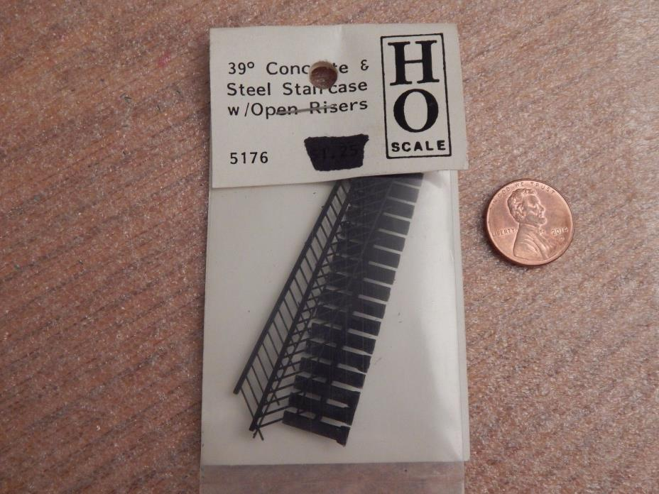 Grandt Line HO Scale 1:87 39 Degree Concrete & Steel Staircase W/ Open Risers