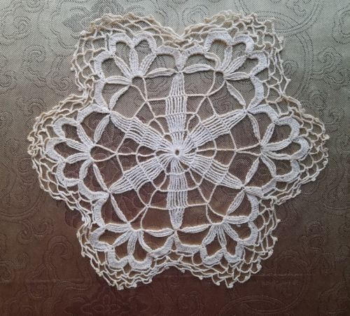 A41 Antique Doily Center Piece Floral Small Chic Shabby Primitive Home Decor