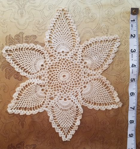 A41 Antique Crochet Doily Center Piece Floral Flower Chic Shabby Primitive Decor