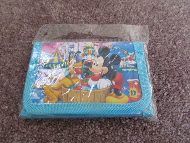 NEW DISNEY MICKEY MOUSE WALLET