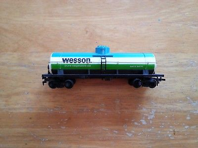 one tyco ho scale single dome Wesson oil tanker car
