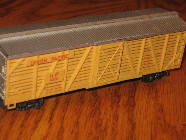 VINTAGE 1956 HO SCALE REVELL UNION PACIFIC CATTLE CAR
