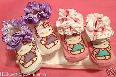 NEW IN BOX HELLO KITTY BABY BOOTIES SOCKS POLKA DOT RUFFLE PURPLE PINK 2 PAIR