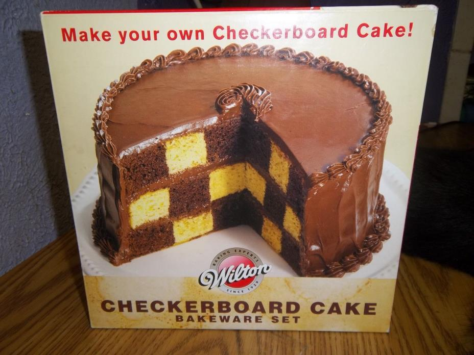 Wilton Checkerboard Cake Bakeware Set: New open box