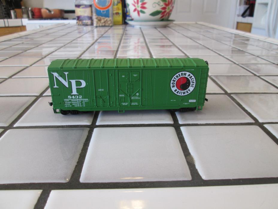 athearn NORTHERN PACIFIC 40 foot box car HO scale