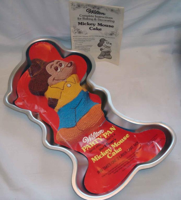 Vintage 1978 Wilton Walt Disney Mickey Mouse Aluminum Cake Mold Pan 515-1805